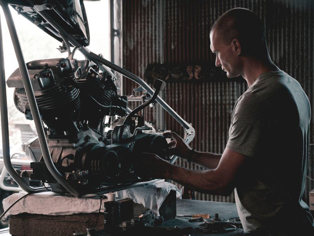 Benyt et lokalt autoværksted til service og reparation af din bil